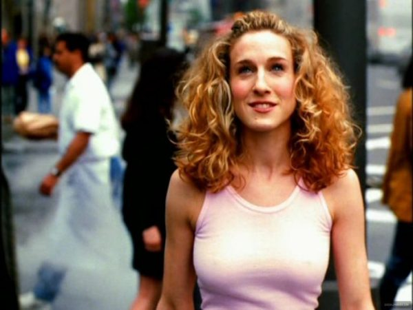 sex-and-the-city-opening-credits-carrie-bradshaw-14407403-1064-800-700x525