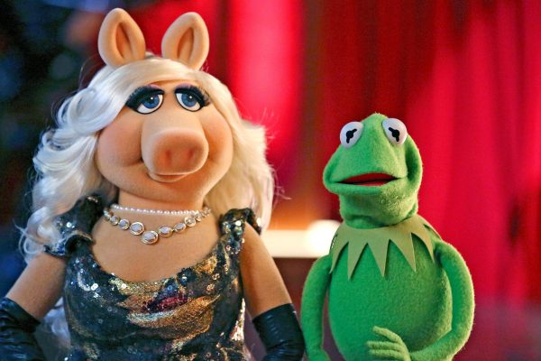 "THE MUPPETS - ""Ex-Factor""- Kermit is scrambling to find the perfect birthday gift for Denise, so he turns to Miss Piggy for help. Meanwhile, Kristin Chenoweth agrees to do a gig with The Electric Mayhem and inadvertently causes a rift between the band, on ""The Muppets,"" TUESDAY, NOVEMBER 3 (8:00-8:30 p.m., ET) on the ABC Television Network. (ABC/Carol Kaelson) MISS PIGGY, KERMIT THE FROG"